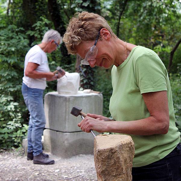 Beeldhouwen in de zomer bij lux et terra beeldhouwen in steen met beeldhouwen in marmer of arduin - Zomer keuken steen ...